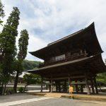 北鎌倉、豊かな自然環境に恵まれた円覚寺で坐禅体験